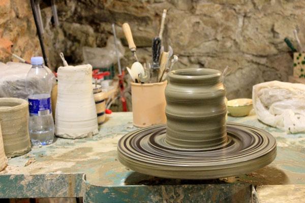 wheel pottery - چرخ سفالگری