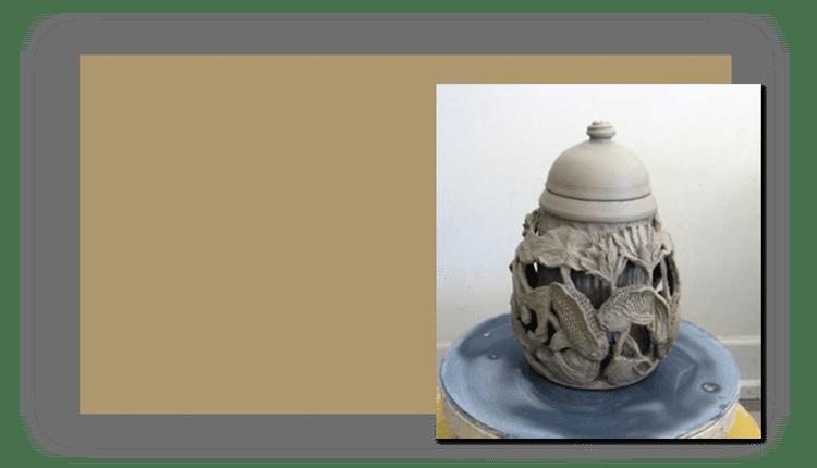 honar - چطور طرح های نقش برجسته را روی گل خیس کنده کاری کنیم ؟